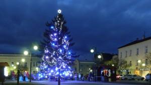 26. listopadu 2016 – vánoční strom na náměstí dr. Edvarda Beneše (0 °C)