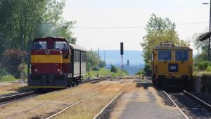 14. května 2016 – Dieselová lokomotiva Rosnička vjíždí na nádraží, foto P. Trnčák (20 °C)