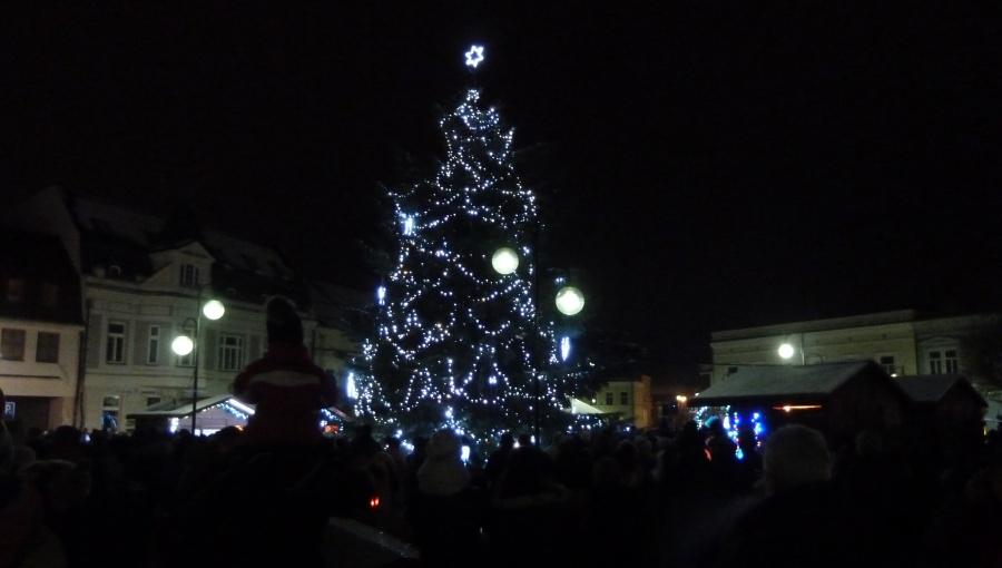 2. prosince 2017 – slavnostní rozsvícení vánočního stromu v Holešově (-1,4 °C)