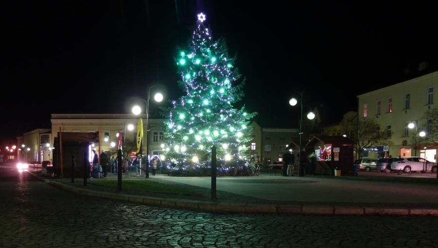 3. prosince 2015 – živo u vánočního stromu na nám. dr. E. Beneše (2,8 °C)