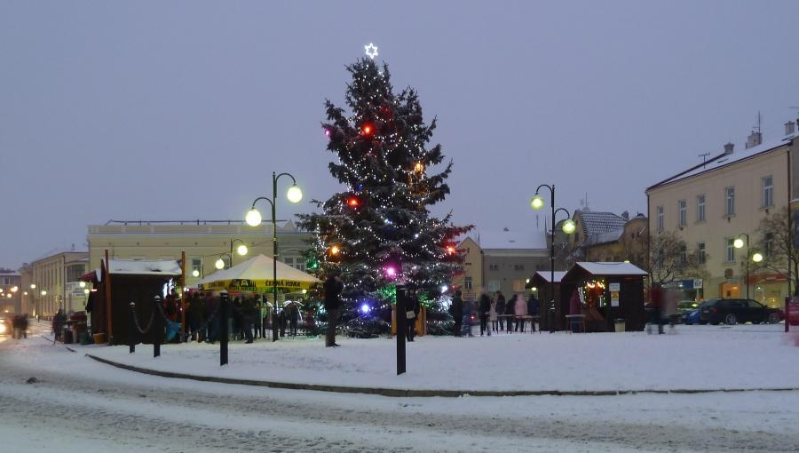 1. ledna 2016 – vánoční stromek na nám. Dr. E. Beneše (-3,6 °C)