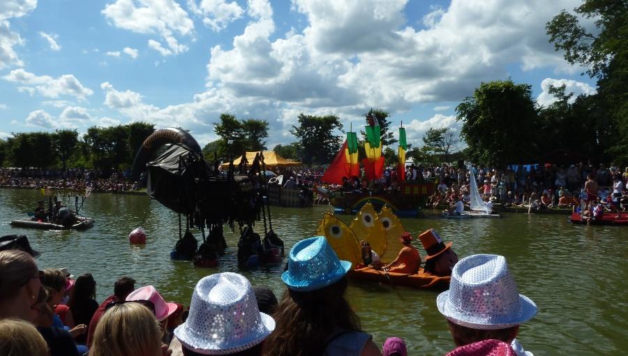 18. června 2016 – Holešovská Regata v zámeckém parku - přehlídka plavidel (24 °C)