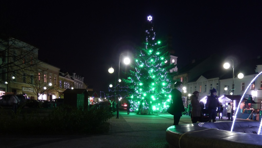 20. prosince 2016 – vánoční strom na náměstí dr. Edvarda Beneše (-2,9 °C)