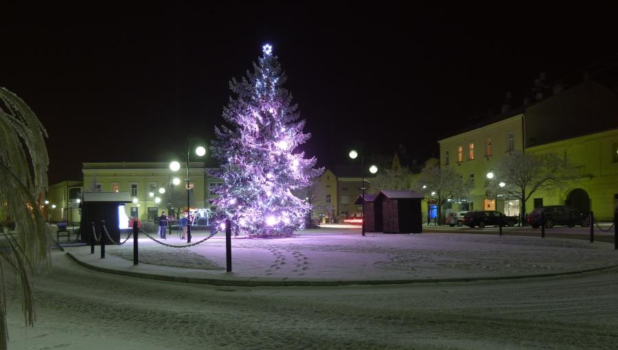 2. leden 2017 – vánoční strom na náměstí dr. Edvarda Beneše (-4,5 °C)