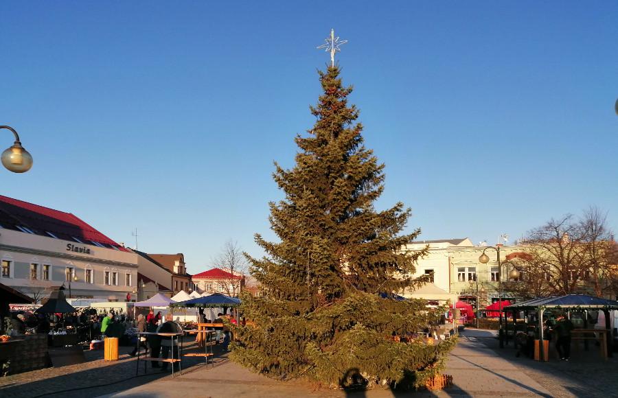 30. listopadu 2019 – Vánoční trhy s rozsvěcením Vánočního stromu (0,8 °C)