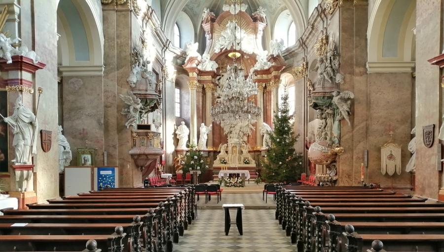 24. prosince 2019 – Vánoční strom v kostele Nanebevzetí Panny Marie Holešov (6,5 °C)
