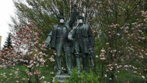 17. dubna 2020 – povinnost nosit roušky platí pro všechny (18.3 °C)