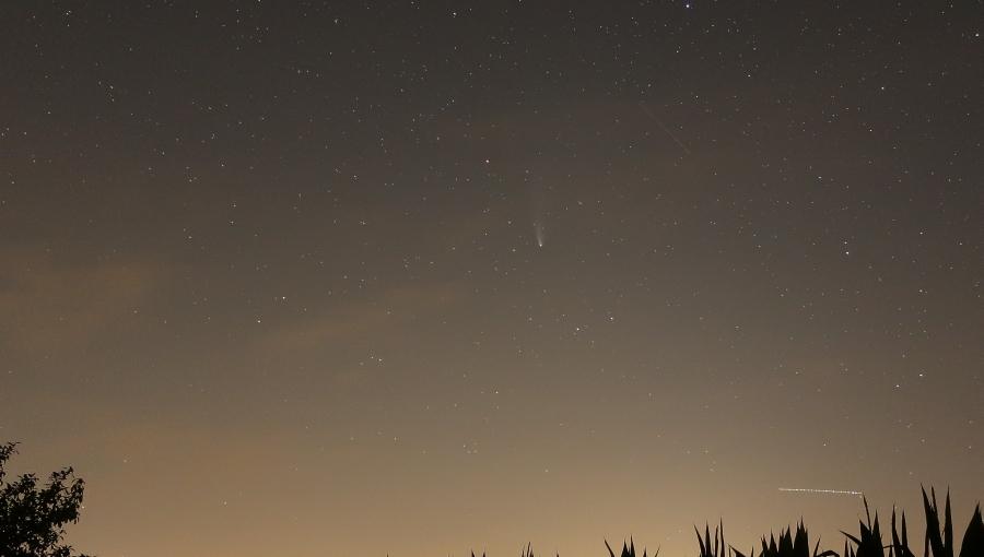 23. července 2020 – kometa C/2020 F3 (NEOWISE) nad Holešovem (15 °C)